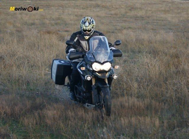 Triumph Explorer XC paramo frente