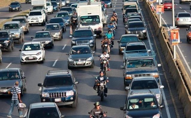 Articulo coches Circulando en moto periférico