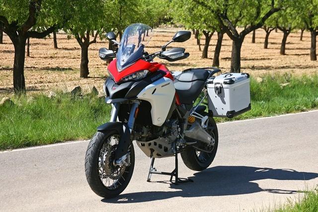Ducati Multistrada 1200 Enduro Plantada con maletas