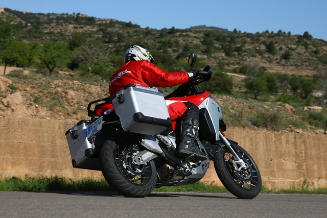 Ducati Multistrada Enduro izda atrás