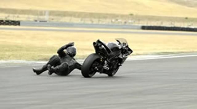 susto y caida en moto lenta
