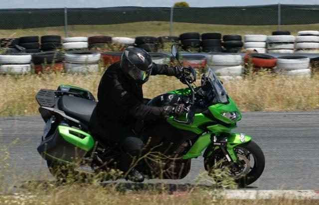 Kawasaki Versys 1000 perfil en marcha