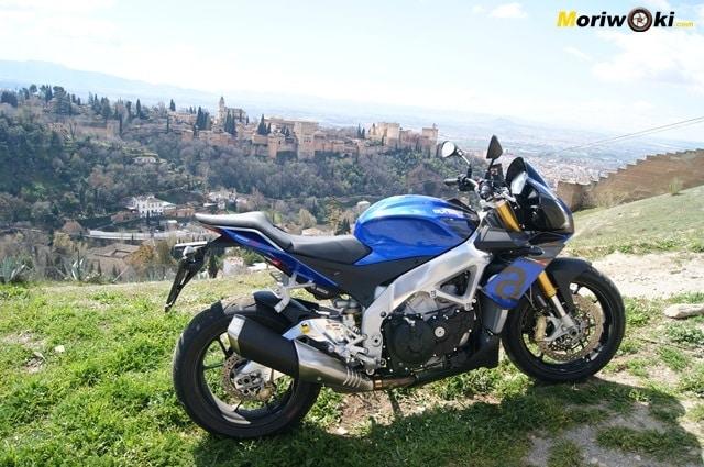 Aprilia Tuono V4 1100 RR en la Alhambra