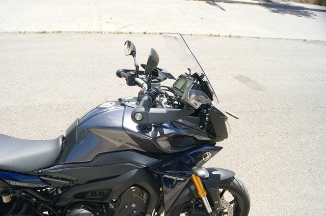 Yamaha MT 09 Tracer medio lateral