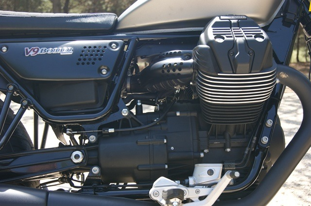 Guzzi V9 Bobber motor lado derecho