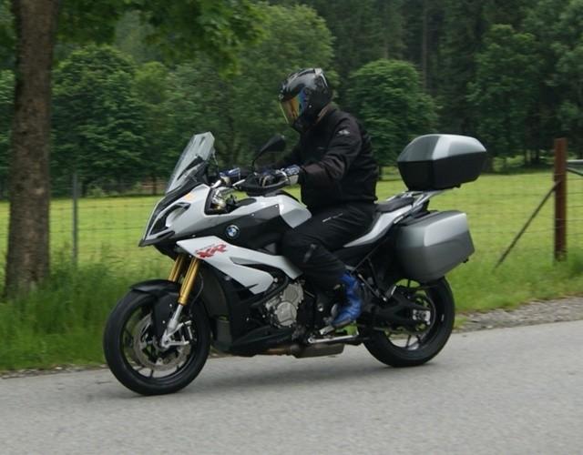 BMW S1000XR prueba a fondo velocidad máxima en la autobahn