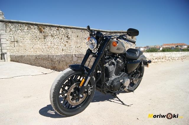 Harley Davidson sportster roadster-tres-cuartos-izda