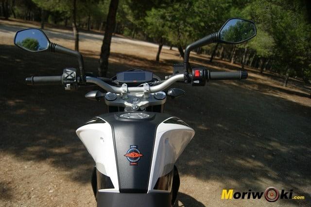 KTM 690 Duke prueba a fondo proteccion