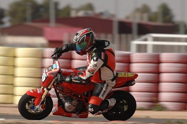Circuitos Pit Bikes Zona Centro con la RAV Naked Moto3.