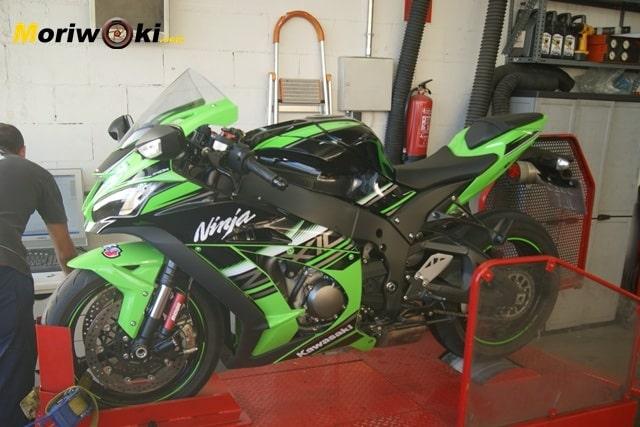 Kawasaki ZX10 sobre el banco