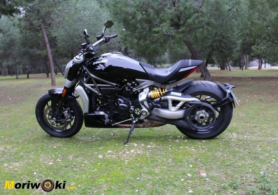 Ducati XDiavel 2016 lado izdo
