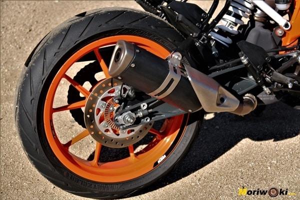 KTM 390 Duke Prueba a fondo escape