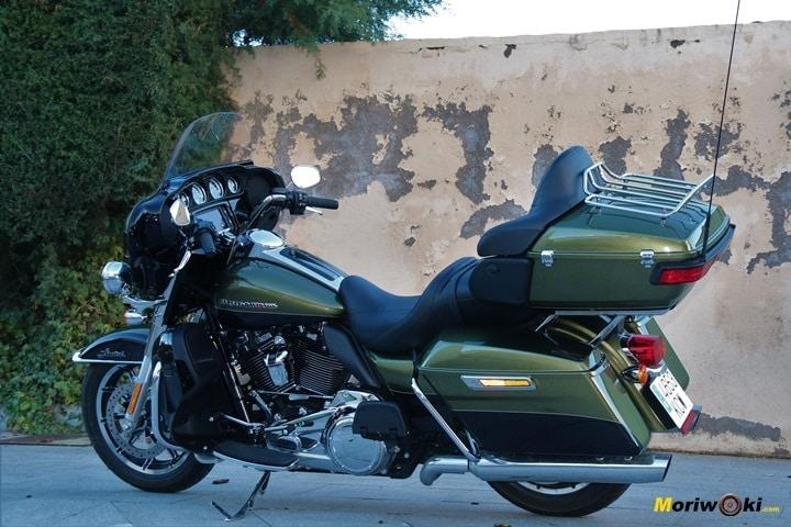 Harley Ultra limited con desconchones