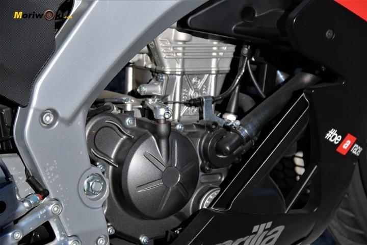Prueba Aprilia RS 125 estática motor