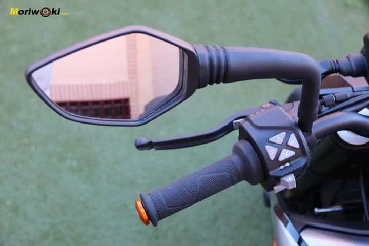 Prueba KTM 790 Duke espejo