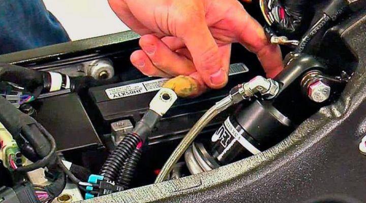 Retirar batería de una moto