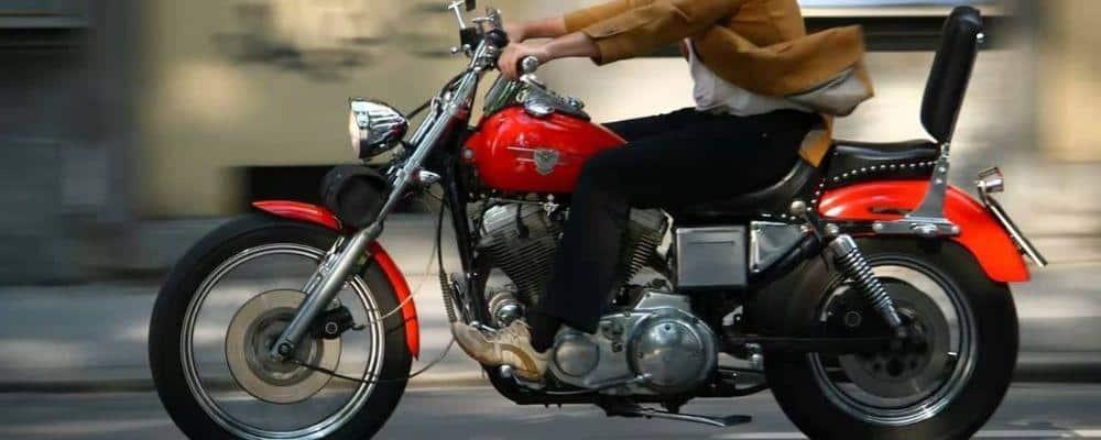 ¿Cómo arrancar una moto sin batería?