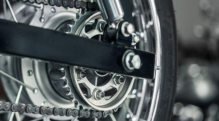 cadena de moto engrasada