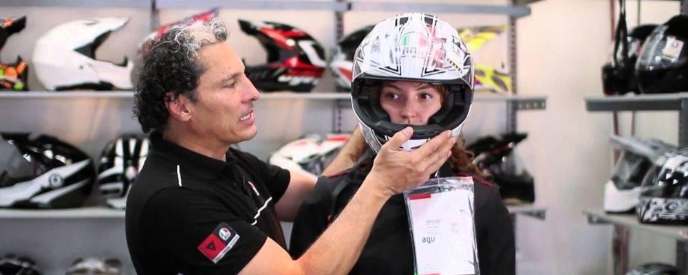 ¿Cómo elegir la talla de un casco para moto?