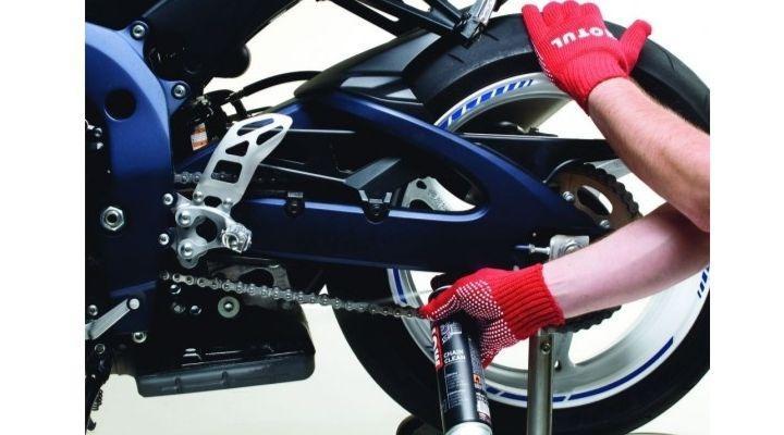 engrasar cadenas de motos