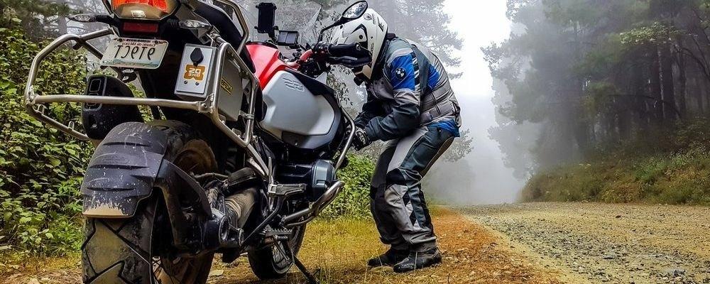 Reparar pinchazo de moto