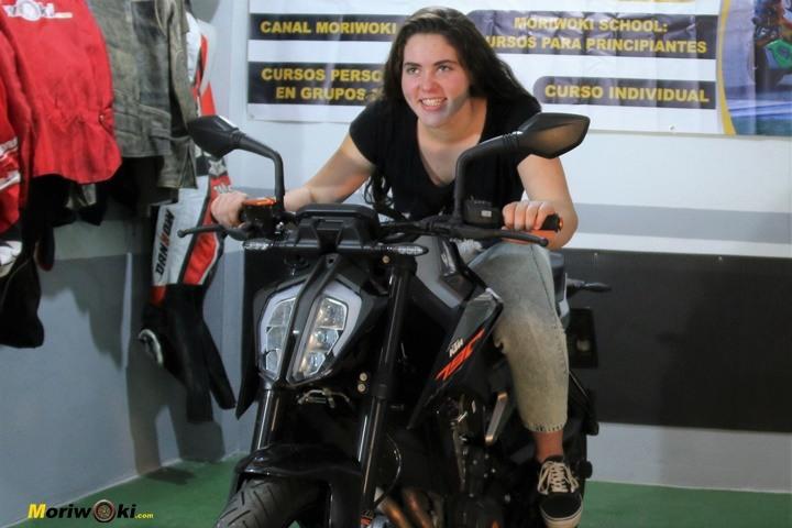 Como es una moto naked Ccd