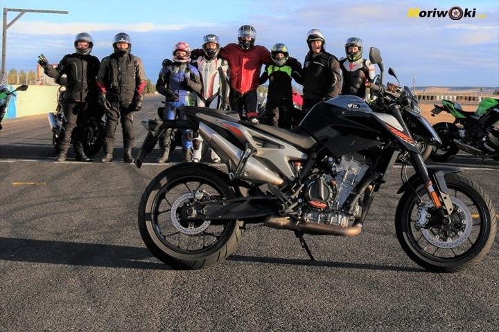Como es una moto naked Cd