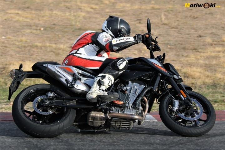 Como es una moto naked