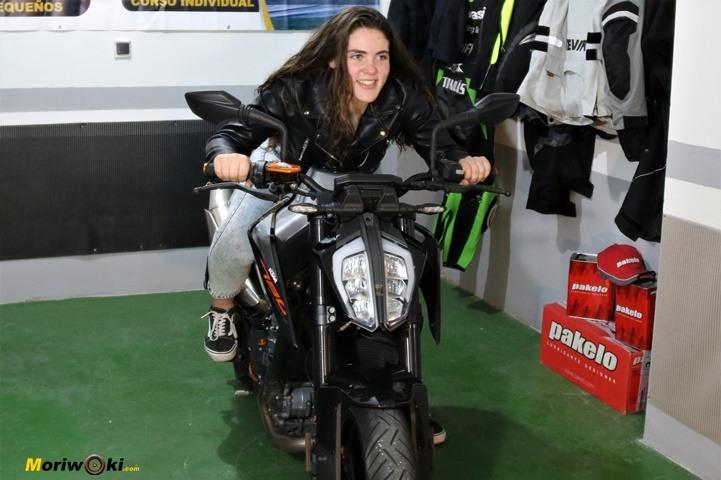 Como es una moto naked 5
