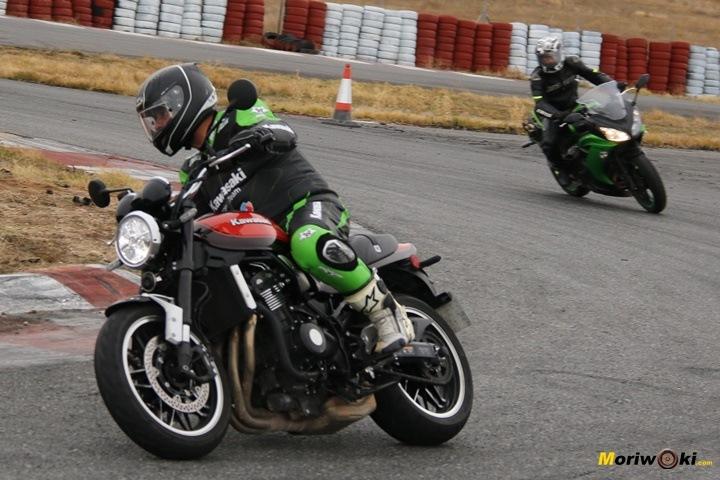 La Kawasaki Z900RS en la pista de FK-1, Villaverde de Medina, Valladolid
