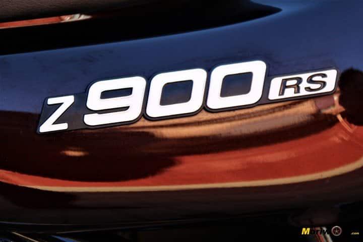Logo en la tapa lateral de la Kawasaki Z900RS