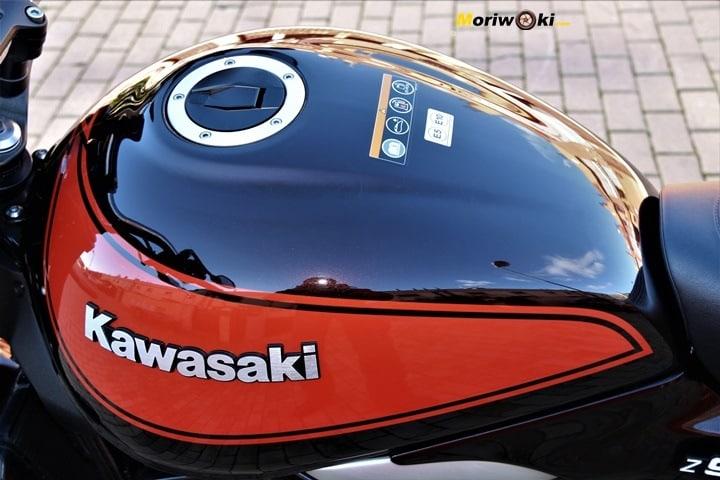 Depósito con panza y forma de lágrima de la Kawasaki Z900RS