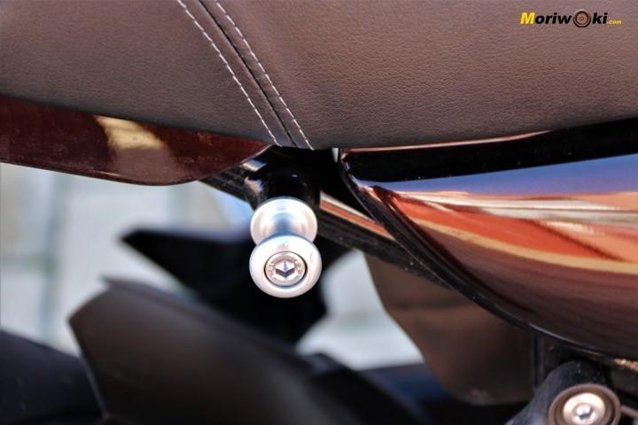 Pivote para amarrar el equipaje en la Z900RS