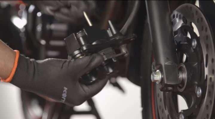 mantenimiento de pinzas de freno moto
