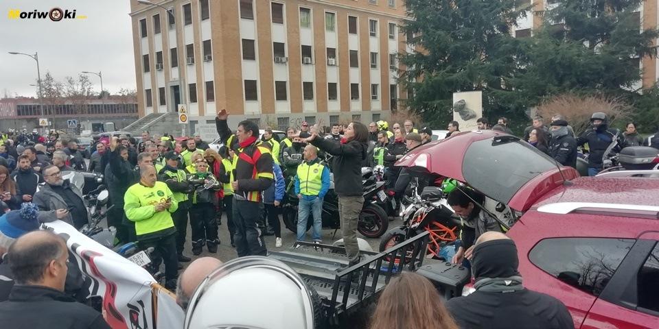 Madrid en moto Gustavo Cuervo y Alicia Sornosa
