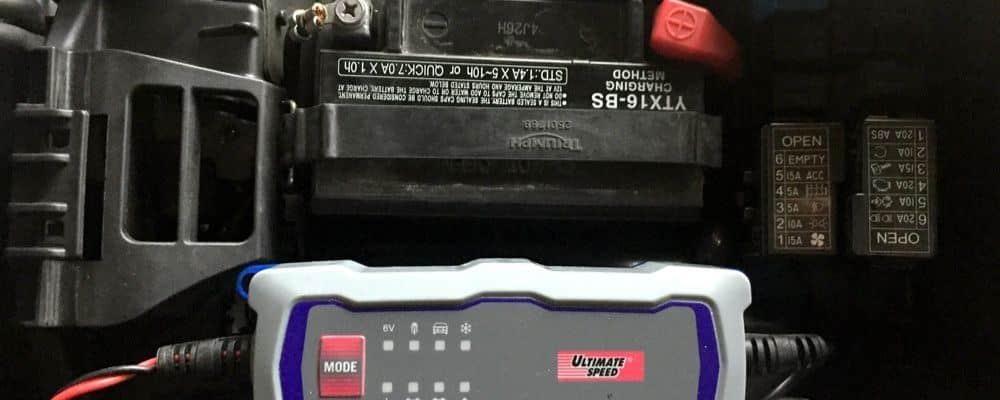 ¿Cómo cargar una batería de moto? Hazlo en 5 sencillos pasos