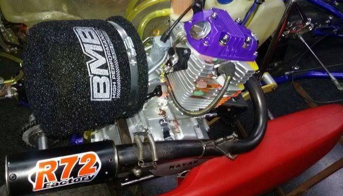 filtro de aire de espuma en un carburador.