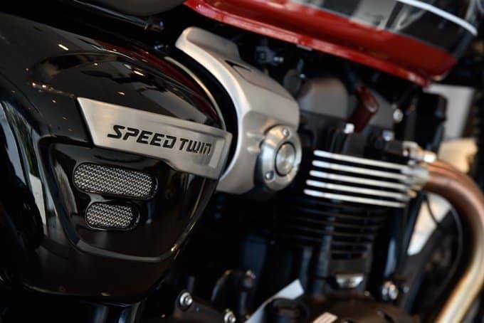 Motor de la Triumph Speed Twin 1200 lado derecho