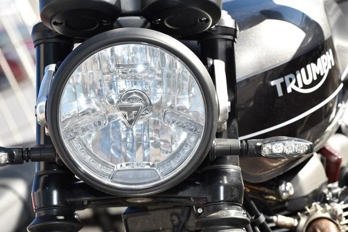 Faro de la Triumph Speed Twin 1200