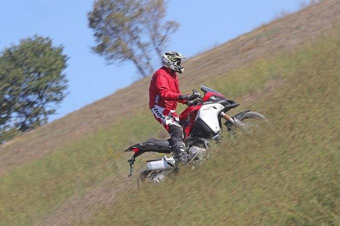 Conducción moto trail básica AR4I5491