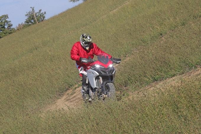 Conducción moto trail básica AR4I5504