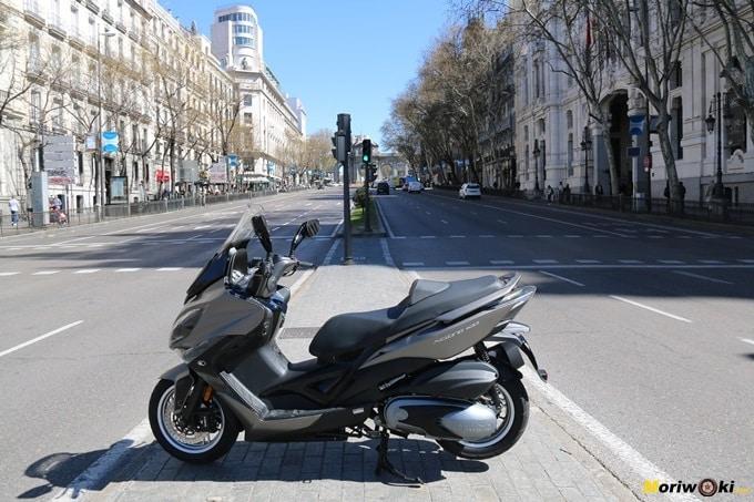 En la calle de Alcalá con el Kymco Xciting 400