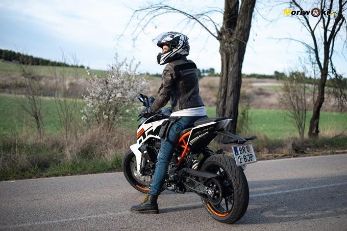 Prueba de la KTM 125 Duke por Cristina Alberquilla.