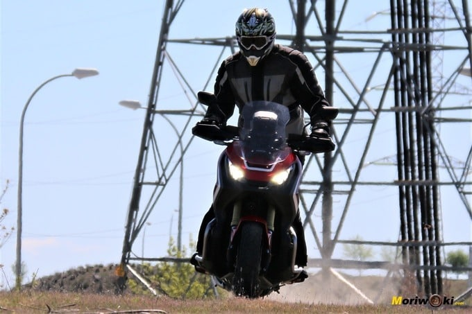 Derrapando con el Honda X-ADV