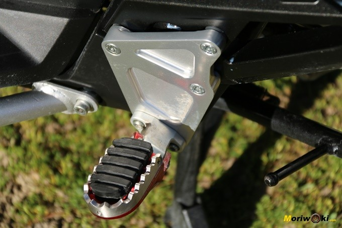 Estribera dentada Rizoma para el Honda X-ADV