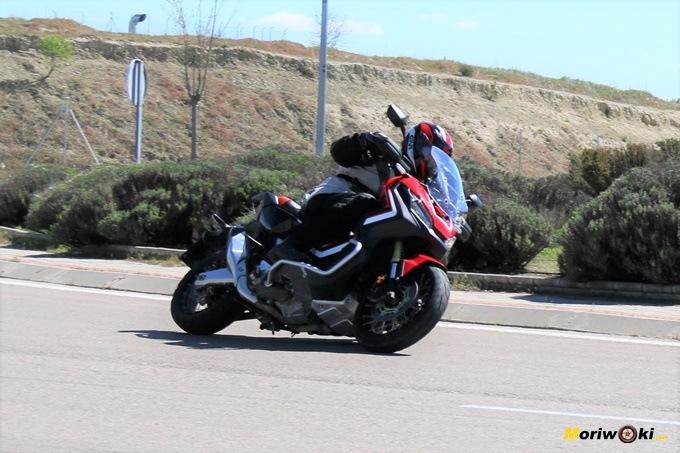 Paso por curva del Honda X-ADV