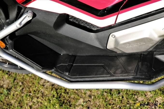 Plataforma izquierda del Honda X-ADV.