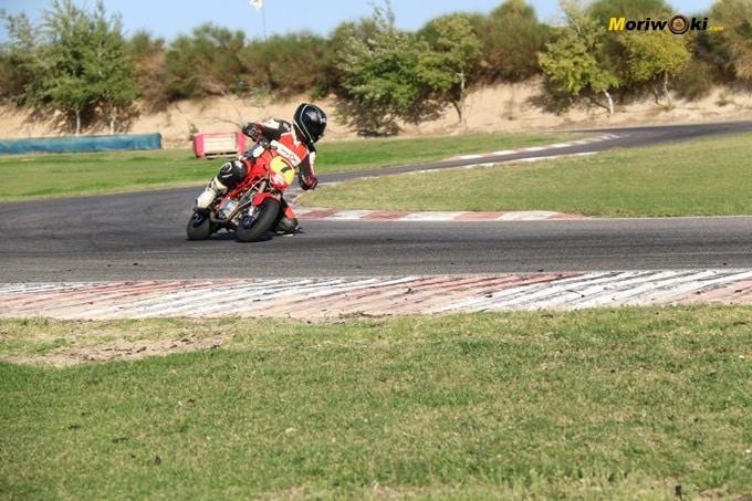Rodando en la pista Correcaminos. Circuitos Pit Bikes Zona Centro.