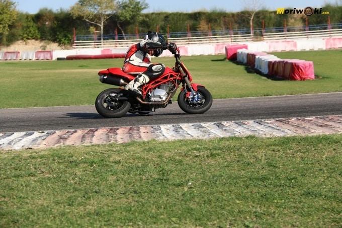 Rodando con una RAV en la pista Correcaminos. Circuitos Pit Bikes Zona Centro.