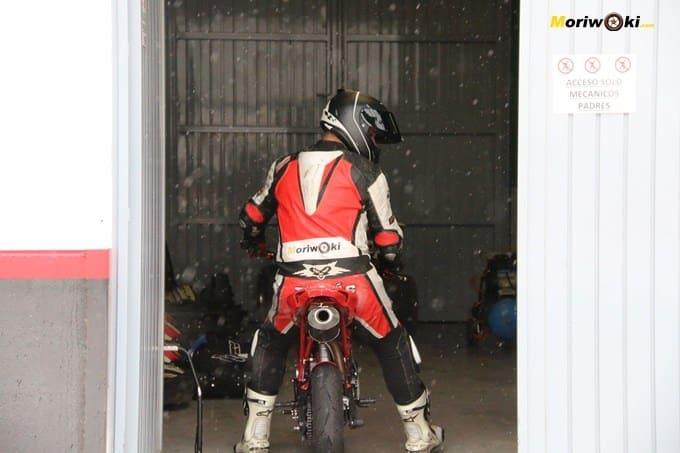 Circuitos Pite Bikes Zona Centro, saliendo del box.